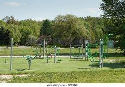 outdoor-gym-equipment-in-a-public-park-d8axn9